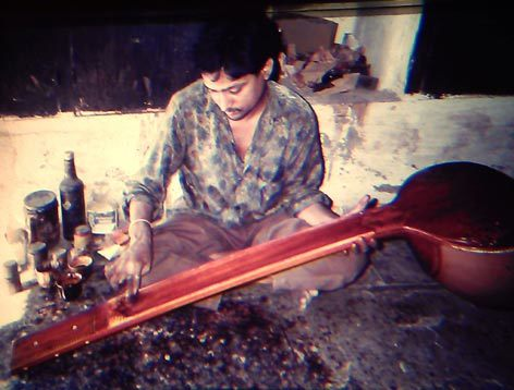 applying the polish on a sitar